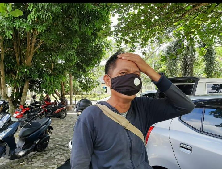 Penyiar radio tersebut bernama Joni Ariandi (42) menjadi korban begal sepeda motor di Martapura OKU Timur Sumsel (Nasir / Mattanews.co)