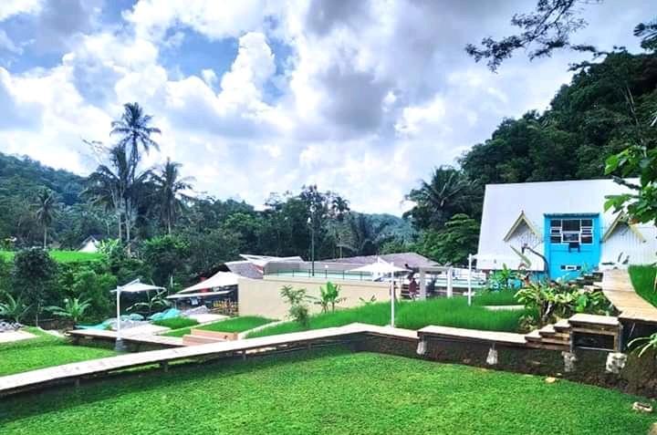 Obyek Wisata Cireong yang terletak di Dusun Cireong, Desa Sukaresik, Kecamatan Sindangkasih, Kabupaten Ciamis Jawa Barat.