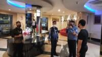 Tim Polrestabes Palembang ke Tempat Kejadian Perkara (TKP) pembunuhan YMS di Hotel Rio Palembang (Selfy / Mattanews.co)