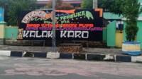 Papan karangan bunga yang terpasang di depan Kantor DPRD Kota Tebingtinggi Sumut (Anjas / Mattanews.co)