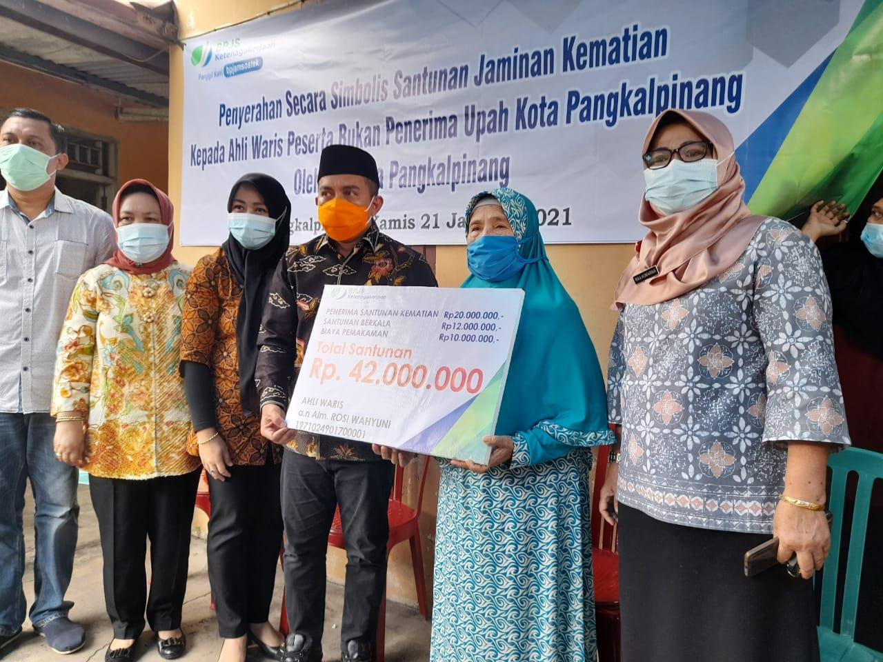 Molen Serahkan Santunan BPJS Ketenagakerjaan untuk Keluarga Korban Sriwijaya Air