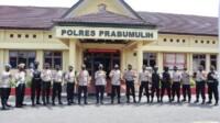 Kapolres Prabumulih AKBP Siswandi, S.I.K., S.H., M.H., memberikan Penghargaan karena selesai melaksanakan BKO Polda Metro Jaya dalam rangka pengamanan Istana Negara di Jakarta,beberapa waktu yang lalu.