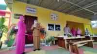 Ketua PD Bhayangkari Sumsel Nera Eko Indra Heri bersama Kepala Dinkes Sumsel Lesti Nurainy meresmikan Puskesmas Posyandu Kemala XIII Palembang (Reza Fajri / Mattanews.co)