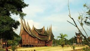 Objek Wisata Istana Basah Pagaruyung di Kabupaten Tanah Datar Sumatera Barat (Sumbar) (M Rafi / Mattanews.co)