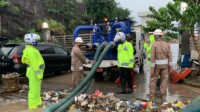 Banjir di perbatasan Bandung- Sumedang tepatnya di jalan Raya Bandung Garut.