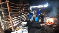 Proses produksi tempe di kawasan Macan Lindungan Palembang Sumsel (Janes MG / Mattanews.co)