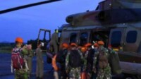 Lanud Atang Sendjaja memberangkatkan tiga helikopter, untuk melaksanakan misi Kemanusian SAR pesawat Sriwijaya Air SJ 182 Jakarta-Pontianak yang hilang kontak di wilayah Kepulauan Seribu. (Dok Kapentak Lanud ATS/Mattanews.co)