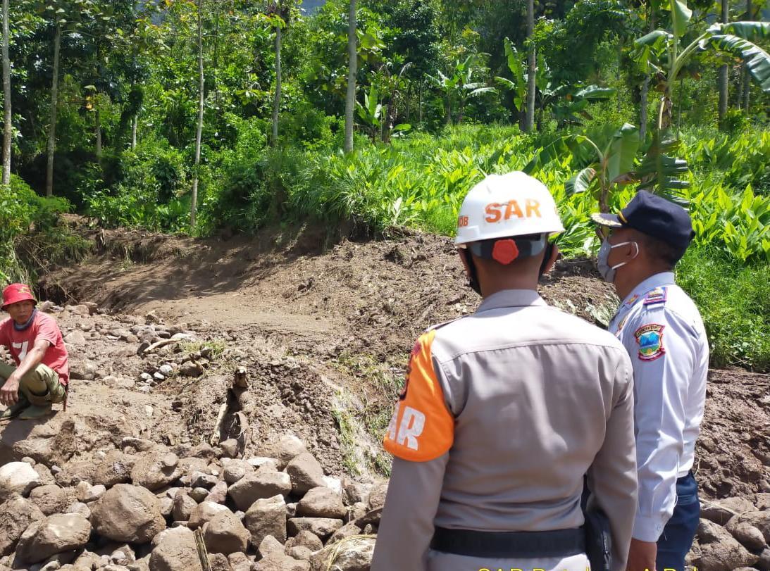 Tim SAR Batalyon A Pelopor Satbrimob Polda Jabar kembali melaksanakan patroli tanggap bencana di wilayah rawan bencana perbatasan Kabupaten Bandung Garut