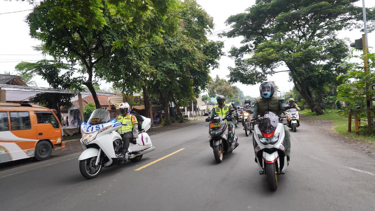 Kapolres Cianjur AKBP Mochamad Rifai, S.I.K, M.Krim bersama Forkopimda memimpin patroli gabungan skala besar dalam Pemberlakuan Pembatasan Kegiatan Masyarakat (PPKM), Kamis (14/01/2021) .