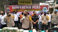 Kapolda Sumatera Utara, Irjen Pol Martuani Sormin didampingi Kapolrestabes Medan Kombes Pol Riko Sunarko pimpin press release bertempat di depan ruang jenazah RS Bhayangkara TK ll Medan. Kamis (14/01/21)