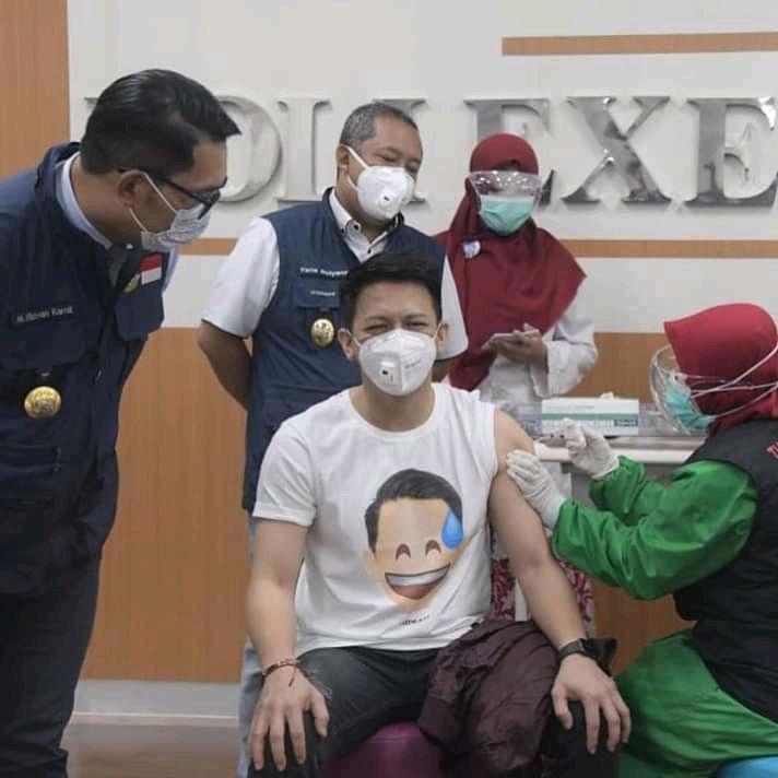 Ariel Noah hari ini baru saja menjalani vaksinasi Covid-19 di lantai 3 Rumah Sakit Khusus Ibu dan Anak (RSKIA), Kota Bandung, Kamis (14/1/2021)