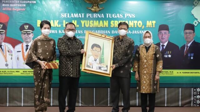 Bupati Musi Banyuasin Dr H Dodi Reza Alex Noerdin Lic Econ MBA secara resmi melepas asisten Bidang perekonomian dan pembangunan Setda Kabupaten Muba Ir. H. Yusman Sriyanto MT., yang sudah memasuki purna tugas (pensiun).
