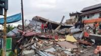 Tri Rismaharini, Mensos, saat meninjau korban gempa bumi di Sulbar.