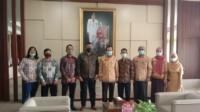 LBH Prabumulih Sebenean yang diketuai, Abi Samran SH dengan didampingi Sekjen, Wahyu Dwi Saputro SH beraudiensi dengan Walikota (Wako) Ir. H. Ridho Yahya. MM di ruang kerja Walikota, Kamis (21/1/2021).