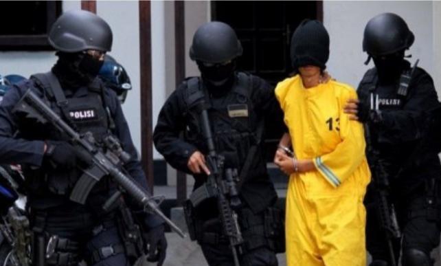 Dua terduga teroris di wilayah hukum Polres Langsa, berhasil diamankan oleh Detasemen Khusus (Densus) 88 Anti Teror, Kamis 20 Januari 2021 sekitar pukul 20.00 WIB.