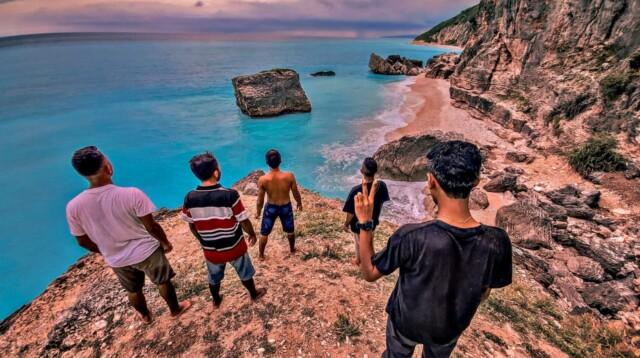 Pantai Boisae Kabupaten Timor Tengah Selatan (TTS), Nusa Tenggara Timur (NTT) menjadi surga dunia wisata bahari (Adam / Mattanews.co)