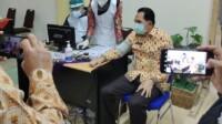 Vaksinasi terhadap Walikota Prabumulih Ridho Yahya.