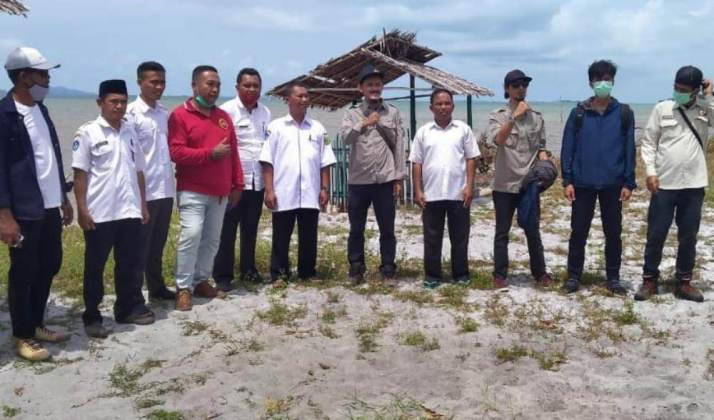 Tim Satuan Kerja (Satker) PPK OP 2 Balai Wilayah Sungai (BWS) Sumatera IV Kepri , meninjau sejumlah titik lokasi abrasi pantai di Kabupaten Lingga.