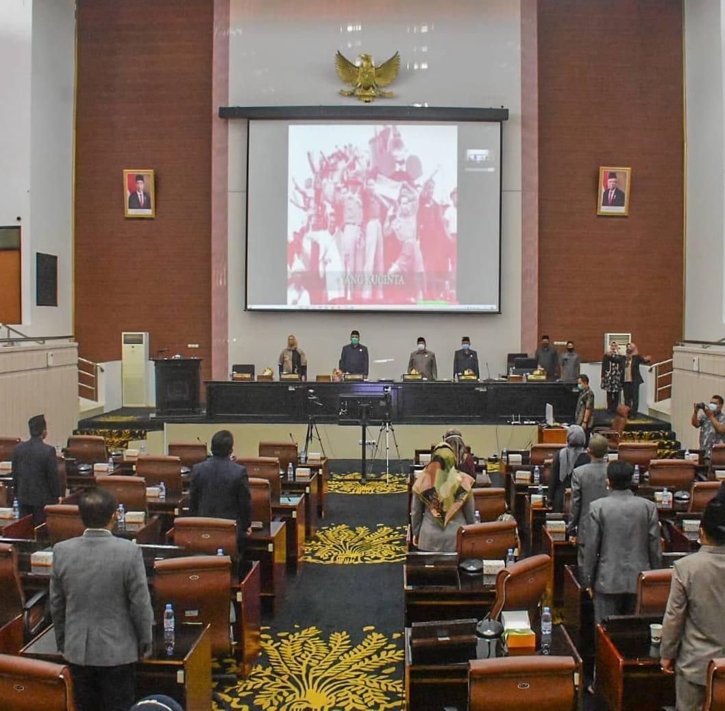 Dewan Perwakilan Rakyat Daerah (DPRD) Kabupaten Karawang menggelar rapat paripurna perdana di tahun 2021.