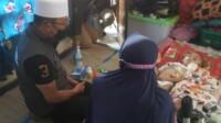 Gubernur Jabar (Jawa Barat) Ridwan Kamil datangi rumah pasangan suami istri yeyen Mutrika Zein dan Aan Junaedi orang tua Zidan Ahmad Nureza (6) penderita Meningitis Celebralpasy.