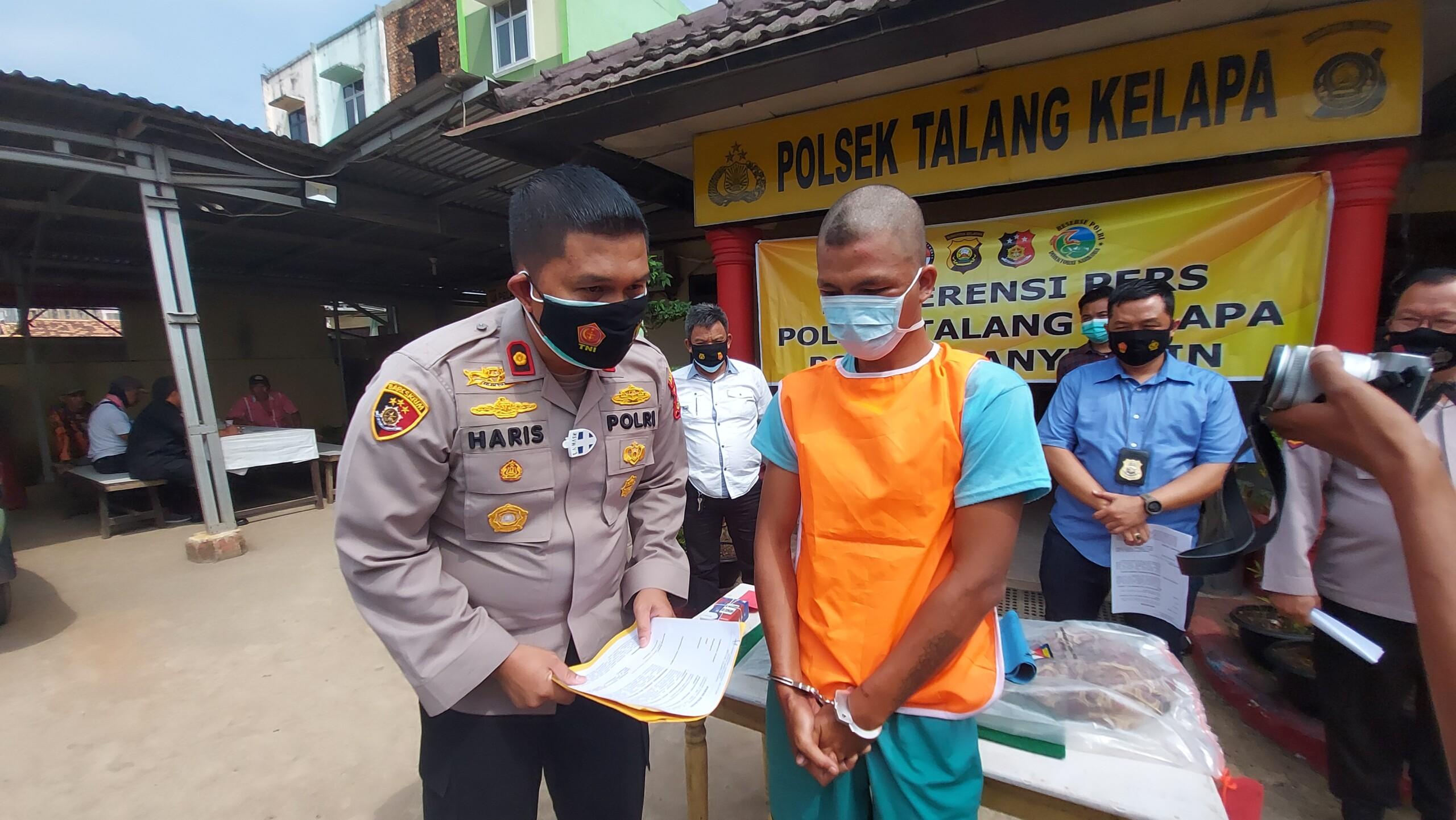 JM, pelaku curas dan asusila di Banyuasin Sumsel saat diinterogasi di Polsek Talang Kelapa Banyuasin Sumsel (Dede Febryansyah / Mattanews.co)