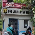 Kondisi Pos Polisi Lalu Lintas (Polantas) 412 usai dilempar bom molotov oleh orang tak dikenal (Dede Febryansyah / Mattanews.co)