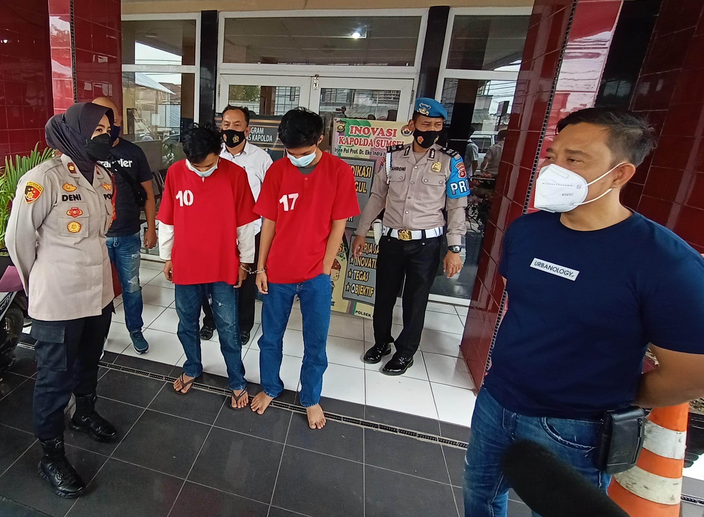 Dua orang remaja di Palembang diciduk tim Polsek IB 1 Palembang usai menganiaya seorang mahasiswa di Palembang Sumsel (Dede Febryansyah / Mattanews.co)