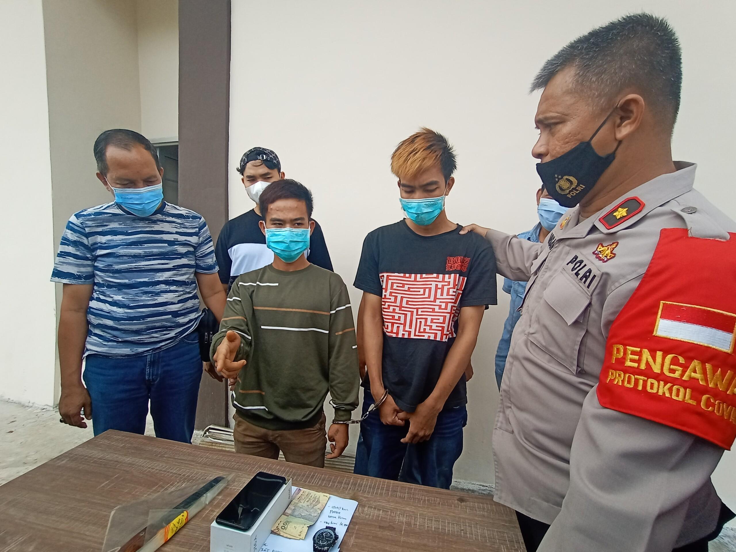 Paman dan keponakan ditangkap tim Polsek IB II Palembang karena ketahuan menodong warga pendatang (Dede Febryansyah / Mattanews.co)