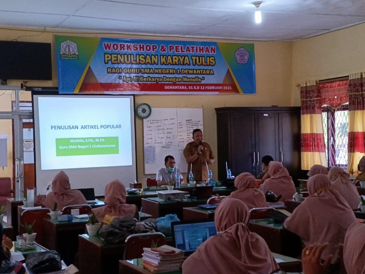 SMA Negeri 1 Dewantara melaksanakan workshop karya tulis bagi guru