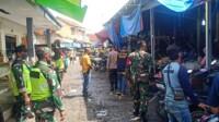 kegiatan operasi yustisi penegakan disiplin menggunakan masker di kawasan Terminal dan Pasar Banjarsari, Kabupaten Ciamis, Jawa Barat, Jumat (5/02/2021).