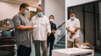 Wako Tebing Tinggi saat memeriksa vaksin covid-19 di Dinkes Sumut (Dok. Humas Pemkot Tebing Tinggi / Mattanews.co)