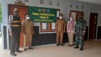Bhabinkamtibmas Desa Cintakarya Bripka Iip Sahmudin beserta dua Polsek Parigi Polres Ciamis melakukan peninjauan Kampung Tangguh Lodaya di wilayah hukum Polres Ciamis.