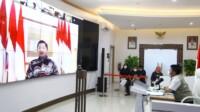 rapat Gubernur Sumsel H Herman Deru secara virtualbersama dengan Menteri Perhubungan RI, Kepala Bappenas dan sejumlah pihak terkaitdiCommand Centre kantor Gubernur Sumsel, Kamis (11/2) petang.