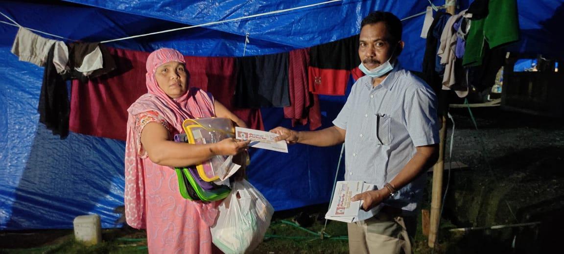 Penyerahan bantuan untuk korban gempa Sulbar.