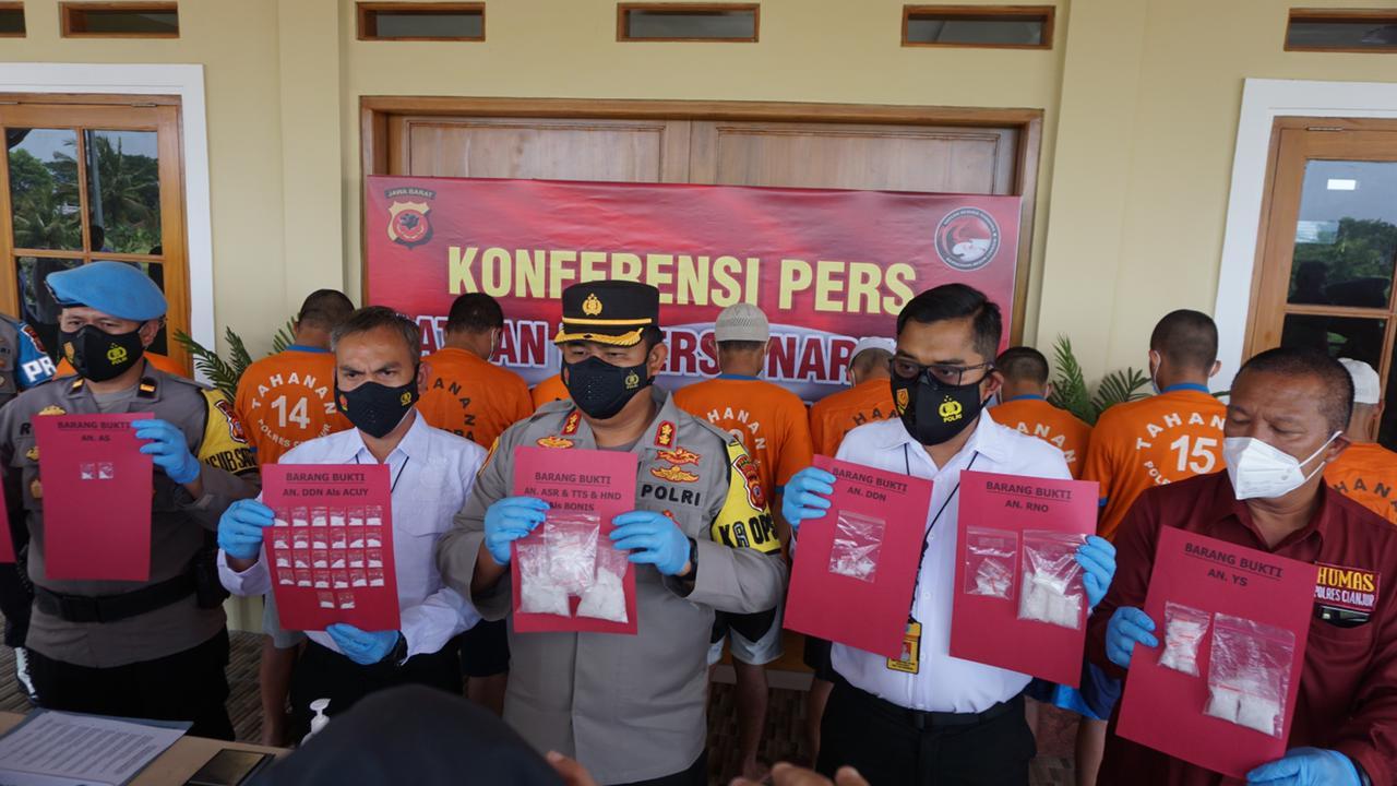 Konferensi pers ungkap kasus narkoba di Polres Cianjur.