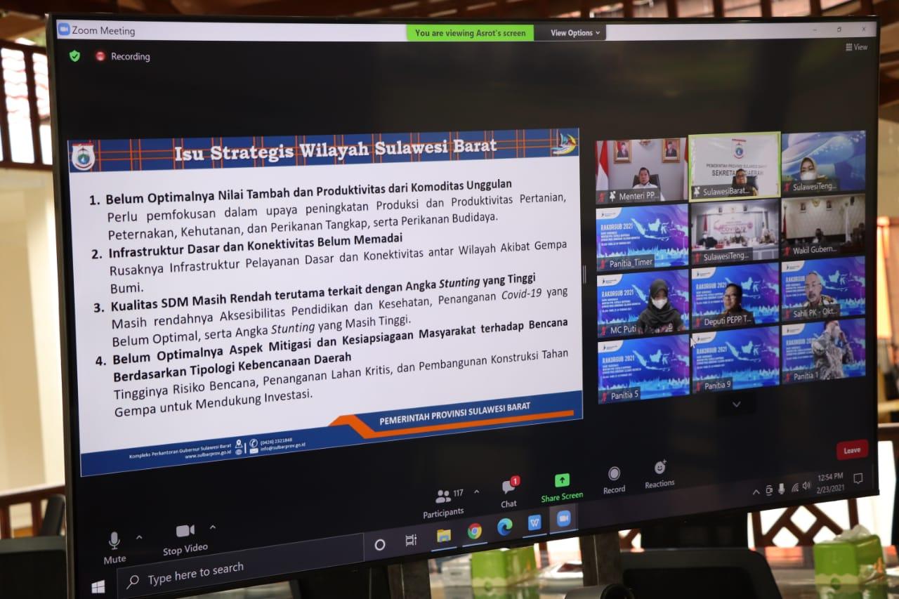 Sekprov Sulbar Muhammad Idris mengikuti rapat koordinasi (Rakor) bersama Menteri PPN/Kepala Bappenas secara virtual dari rumah jabatannya, Selasa, (23/2/2021) kemarin.