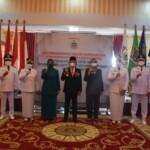 Gubernur Sulbar, Ali Baal Masdar mengambil sumpah dan melantik Bupati dan Wakil Bupati Mamuju, Mamuju Tengah, dan Pasangkayu hasil pemilihan serentak tahun 2020 di Rujab Gubernur Sulbar, Jumat, (26/2/ 2021).