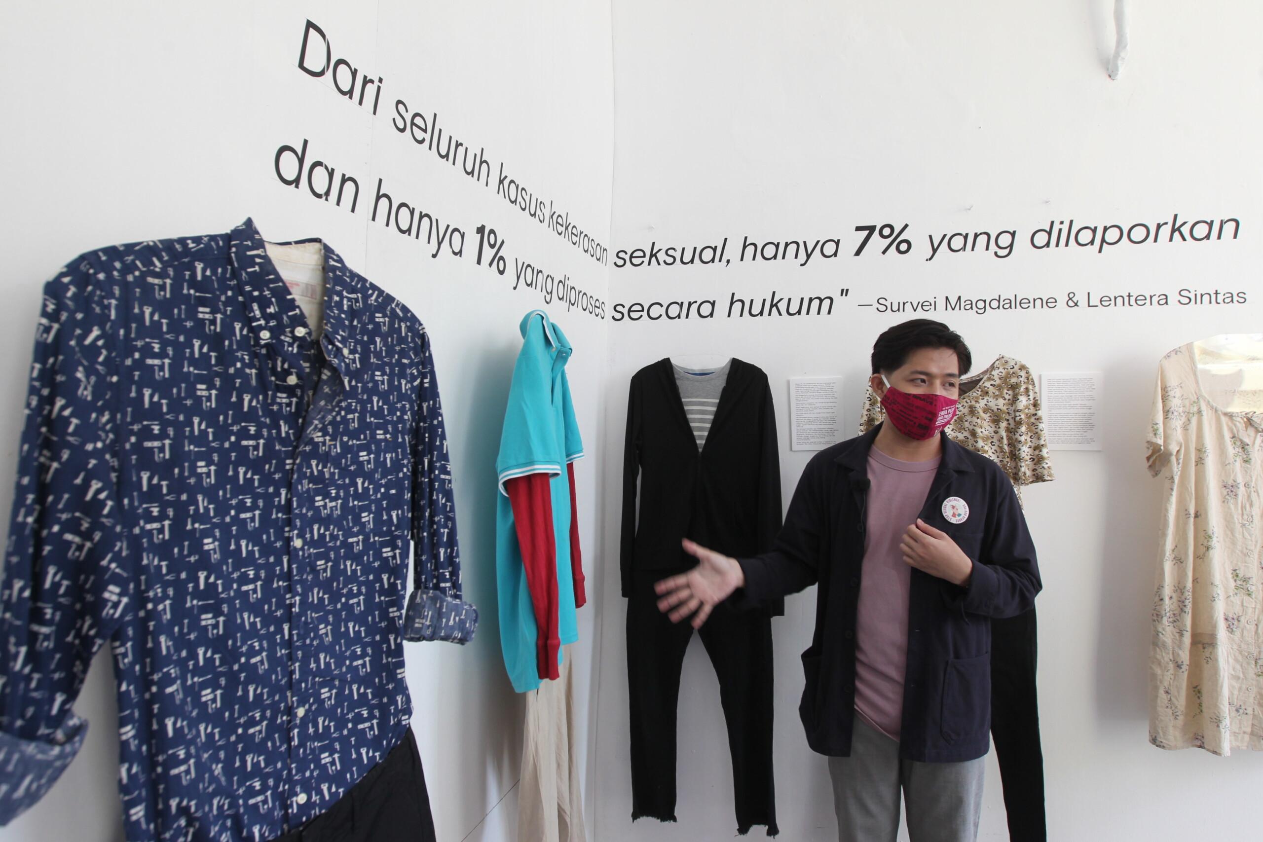 Shoes art instalasi ini berpihak pada penyintas dan menggunakan perspektif penyintas.