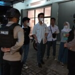 Team Patroli Sambang Kamtibmas Kompi 4 Batalyon A Pelopor Satbrimob Polda Jabar mendatangi anak sekolah yang sedang berada diluar rumah