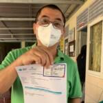 Ketua Majelis Tinggi Agama Konghucu Indonesia (Matakin) Sumsel, Sakim Nanda Setiawan Homandala menerima Vaksin Covid-19 pertama mewakili agama Konghucu di Puskesmas Kalidoni, di Jalan Talang Gading, Kecamatan Kalidoni, Palembang, Rabu (3/3/2021).