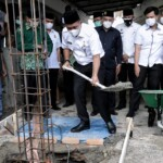 Wawako Medan Aulia Rachmat saat melakukan peletakan batu pertama rehab Masjid Taqwa di Medan Sumut (Dok. Humas Pemkot Medan / Mattanews.co)