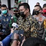 Wako Medan Bobby Nasution saat diwawancarai awak media, usai meninjau vaksinasi Covid-19 di Medan (Dok. Humas Pemkot Medan / Mattanews.co)