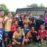 Walikota Prabumulih Ridho Yahya saat Berfose dengan Para Pemain Sepak Bola