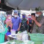 Bupati Muba Dodi Reza Alex Noerdin saat blusukan ke Pasar Tradisional Desa Karya Maju Muba Sumsel (Dok. Humas Pemkab Muba / Mattanews.co)