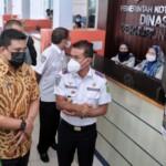 Wako Medan Bobby Nasution saat meluncurkan pembayaran uji kir Uji KIR nontunai (Dok. Humas Pemkot Medan / Mattanews.co)