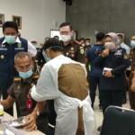 Gubernur Sumatera Selatan (Sumsel) H Herman Deru mengunjungi dan peninjauan pelaksanaan Vaksinasi Covid-19 Tahap awal di lingkungan Kejaksaan Tinggi Sumatera Selatan (Kejati Sumsel).