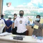 Kepolisian Resor (Polres) Purwakarta meringkus Tiga orang dari enam orang sindikat spesialis pencuri mobil pick up yang beraksi di wilayah Kabupaten Purwakarta.
