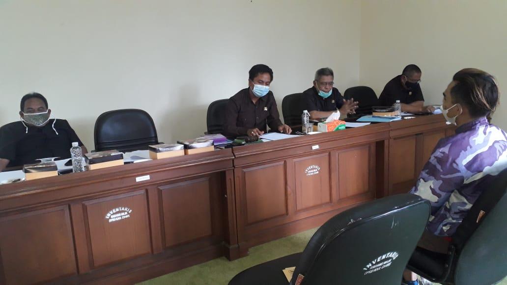 Ketua Ikatan Penulis dan Jurnalis Indonesia (IPJI) DPC Ciamis Arif Ma'ruf menyayangkan soal pemanggilan salah satu wartawan online Mattanews Alvine Noer Rizki oleh Badan Kehormatan (BK) DPRD Ciamis.