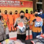 Kapolres Karawang AKBP Rama Samtama Putra S.I.K.,M.H.,M.MSi pada konferensi Pers, Rabu (24/3/2021) dihalaman Gedung Reskrim Polres Karawang.