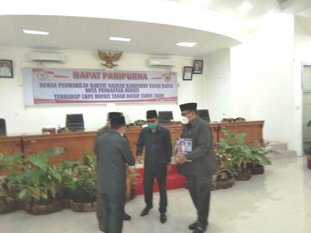 Laporan Keterangan Pertanggung Jawaban(LKPJ) Pemerintahan Kabupaten Tanah Datar digelar dalam sidang Paripurna DPRD Tanah Datar (M Rafi / Mattanews.co)